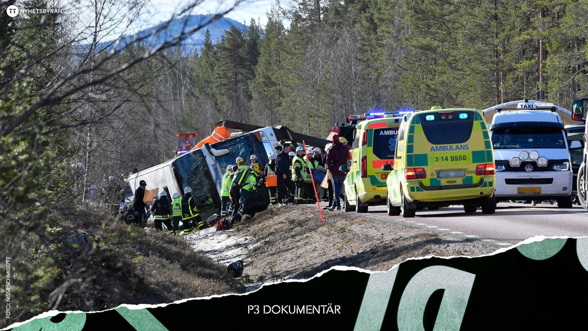 Ambulanspersonal hjälper till vid en buss som har kört av vägen och ligger på sidan.