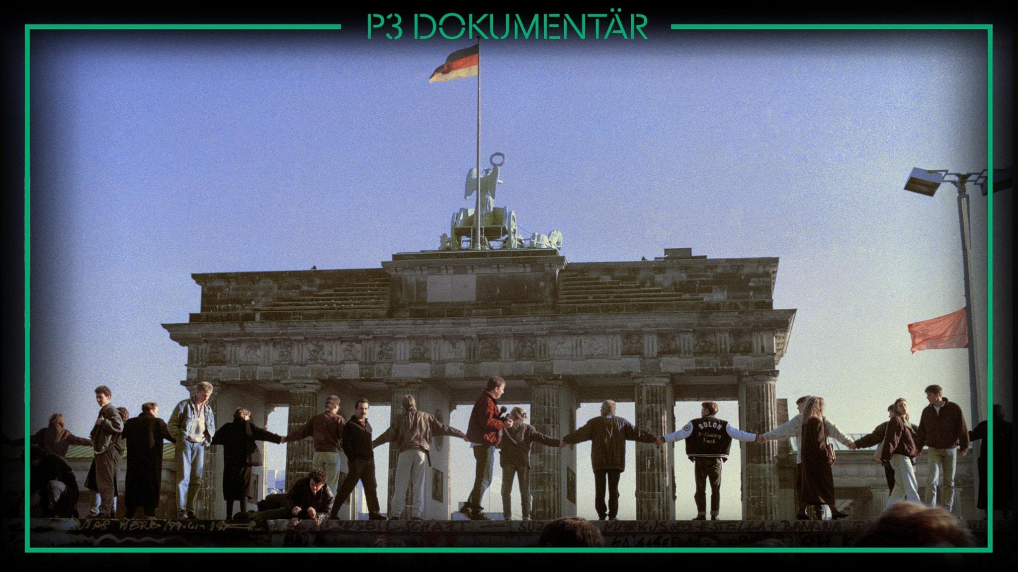 November 1989 - folket firar Berlinmurens fall.