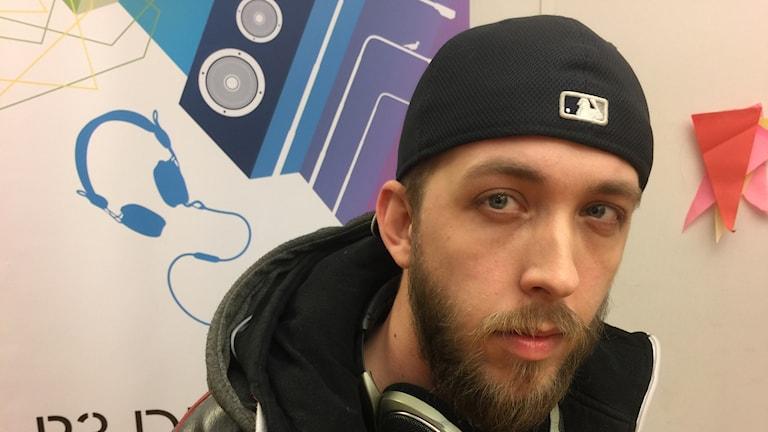 Dagens artist Joel hänger i studio 2