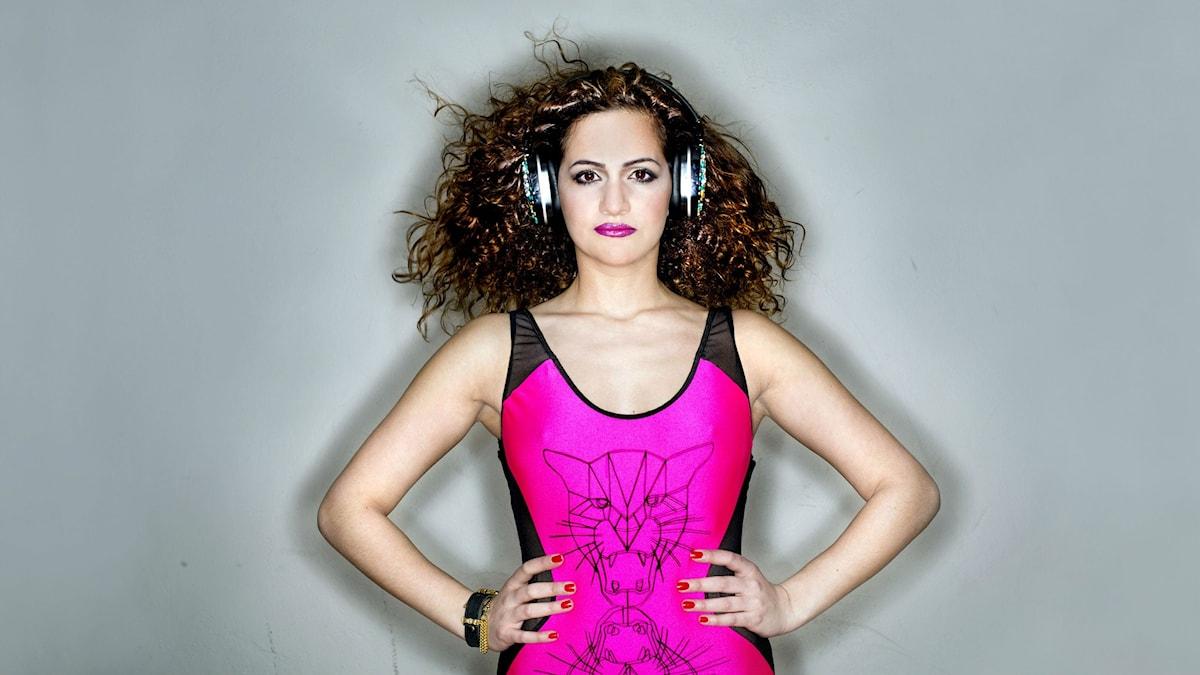 Suuz är redo för kvällens DJ-show. Foto: Mårten Svemark
