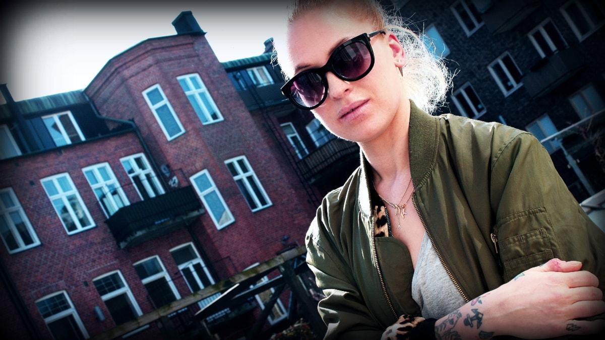 Karolina Pistolina står för kvällens DJ-show. Foto: Hateff Mousaviyan/SR