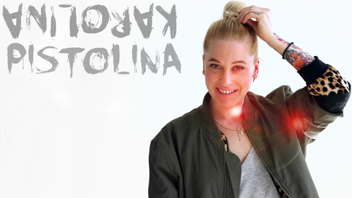 Karolina Pistolina håller i DJ-showen den första fredagen varje månad. Foto: Stephanie Londéz/SR