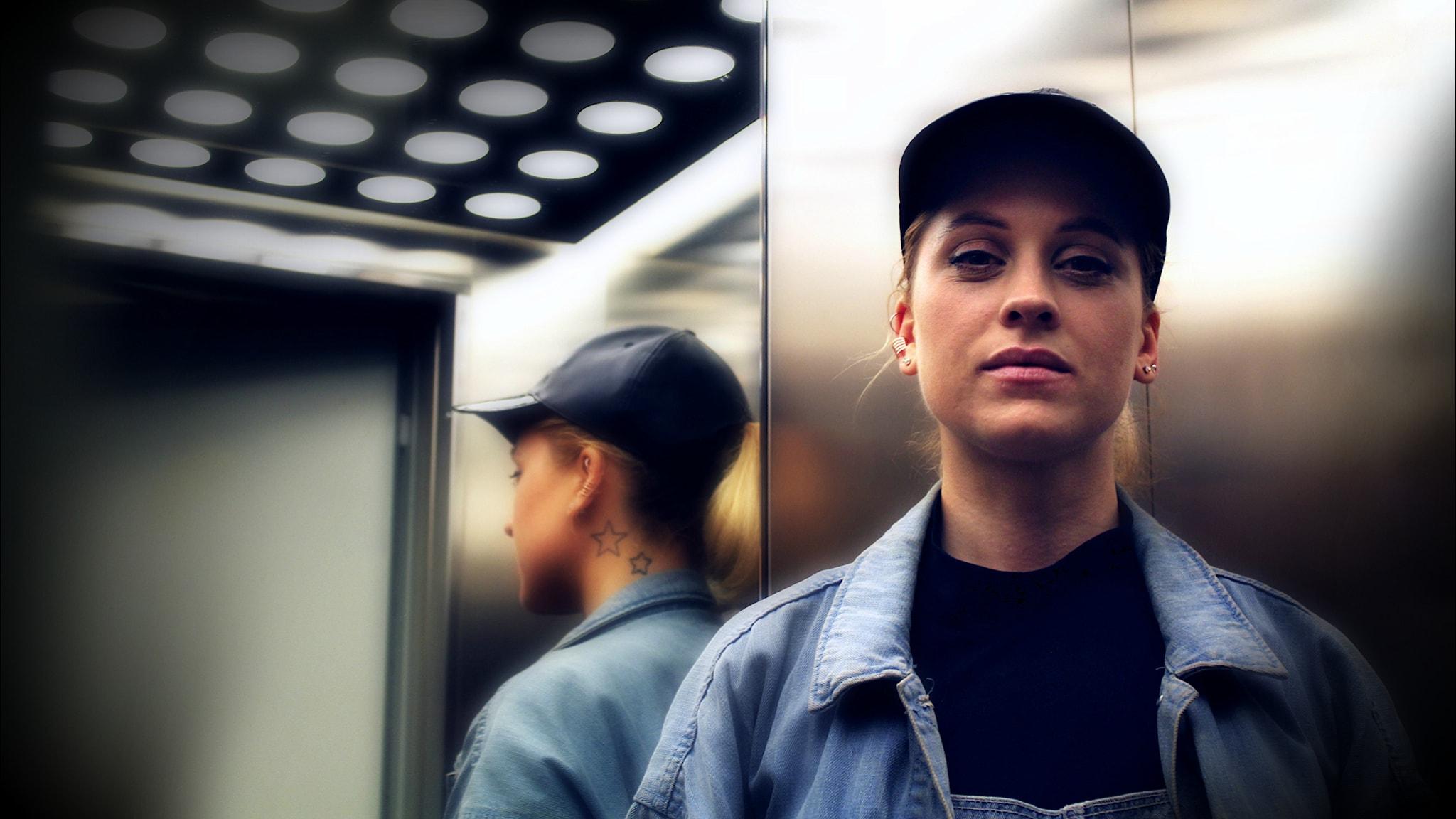 Karolina Pistolina håller i DJ-showen den första fredagen varje månad. Foto: Stephanie Londez/SR