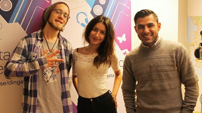 Victor Skånhamre, Celine Montashami och Ahmed Al-Bgdadi är dagens fredagspanel. Foto: Gustaf Widegård/SR