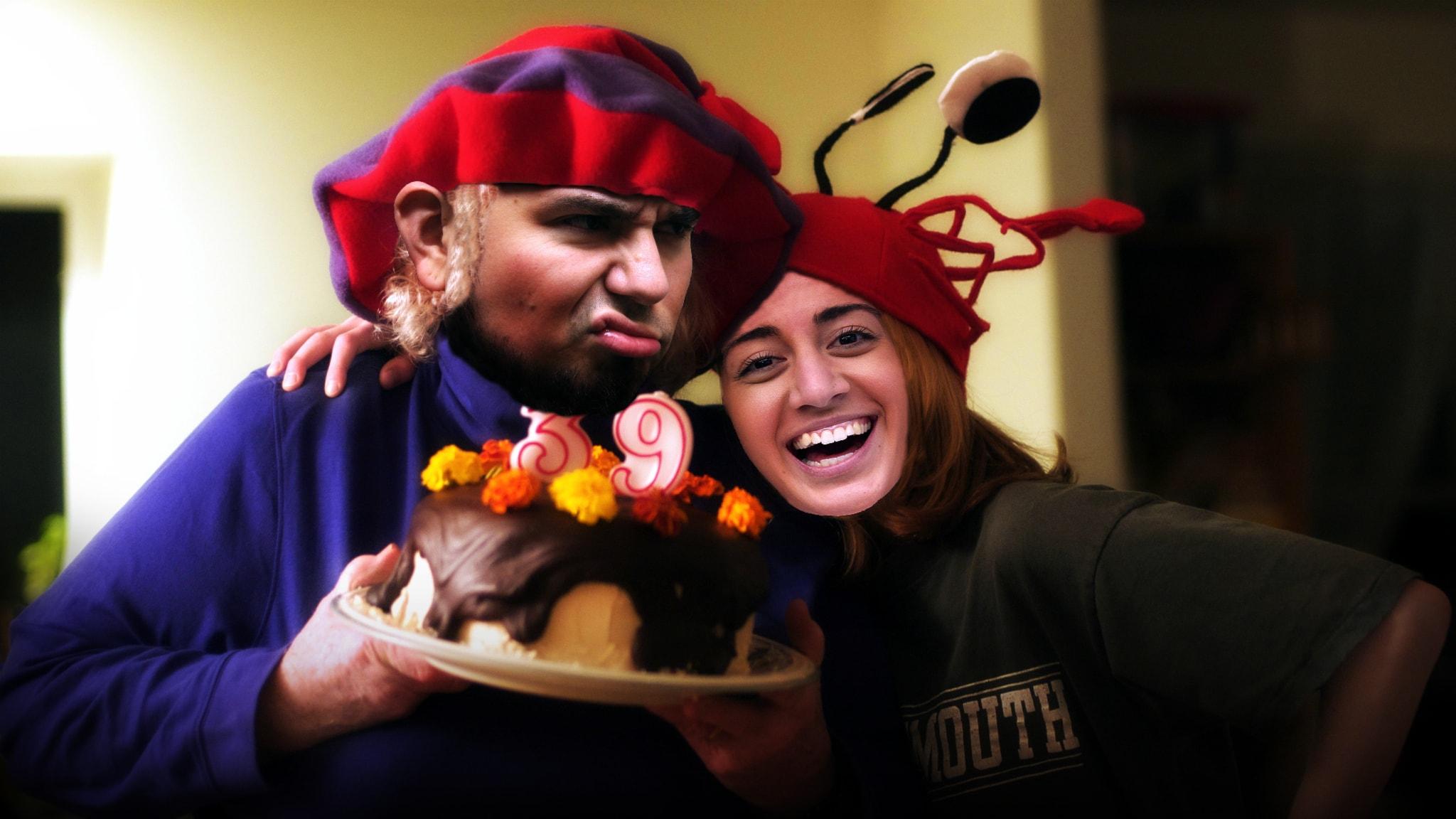 Suzi firar Juan, men han är inte så pigg på att bli 39 år gammal. Foto: SR och Tim Pierce/Flickr/CC BY 2.0