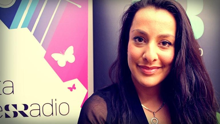 Amanda Espinoza hjälper Din Gatas lyssnare hitta rösten. Foto: Juan Havana/SR