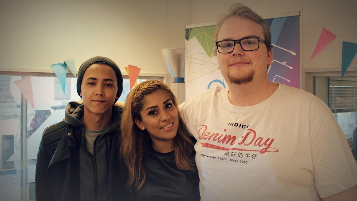 Fredagspanelen består av Igor Olsson, Daniella Meneses och Marcus Friberg. Foto: Emma Leyman/SR