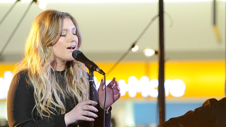 Ella Henderson och Kygos nya låt börjar spelas på P3 Din Gata. Bild:Donald Traill/TT