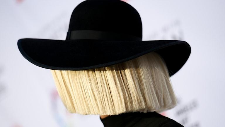 Sia, som sällan visar sitt ansikte, har en nya låt som börjar spelas denna veckan på P3 Din Gata. Bild: Richard Shotwell/TT