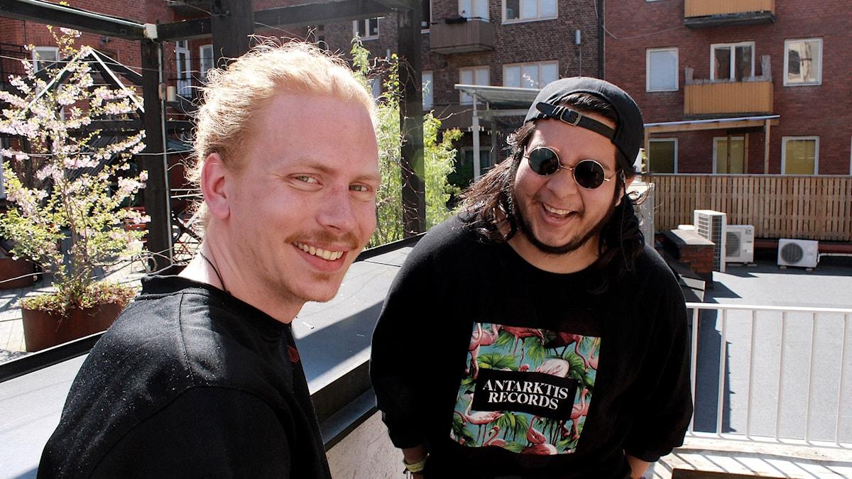 Bild på skrattande Diego & Jakob, som är DJ-duon MBAP