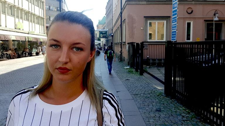 Johanna Jeppsson tittar in i kameran.