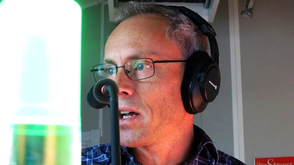 Programledaren Patrik Annerud i Eter i P4 Gotland. Foto: Mika Koskelainen/Sveriges Radio