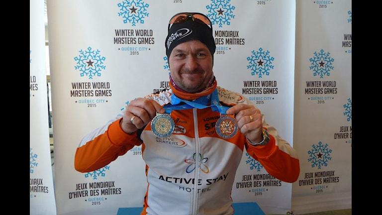 Christian Andersson med sina två silvermedaljer Foto: Privat
