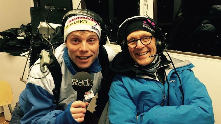 Henrik Olsson och Bosse Magnusson sänder direkt från 10-milaskogen. Foto: Sveriges Radio