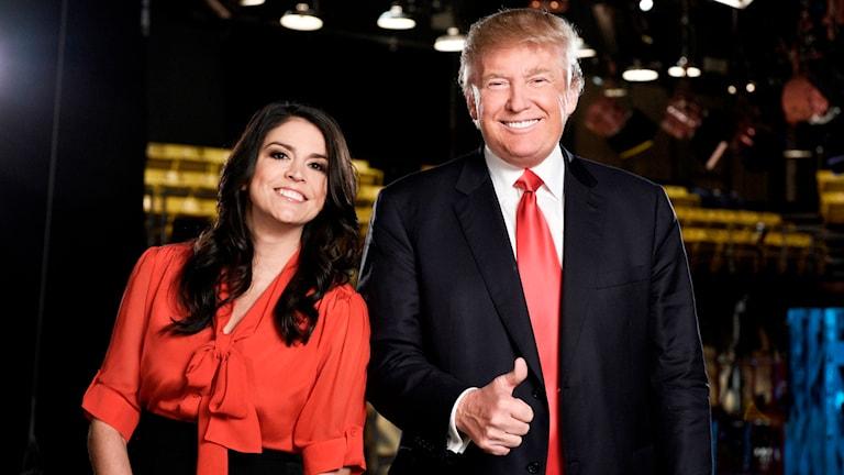 Donald Trump gästade Saturday Night Live, här tillsammans med en av skådespelarna i programmet Cecily Strong. Foto: Dana Edelson/NBC via TT Bild