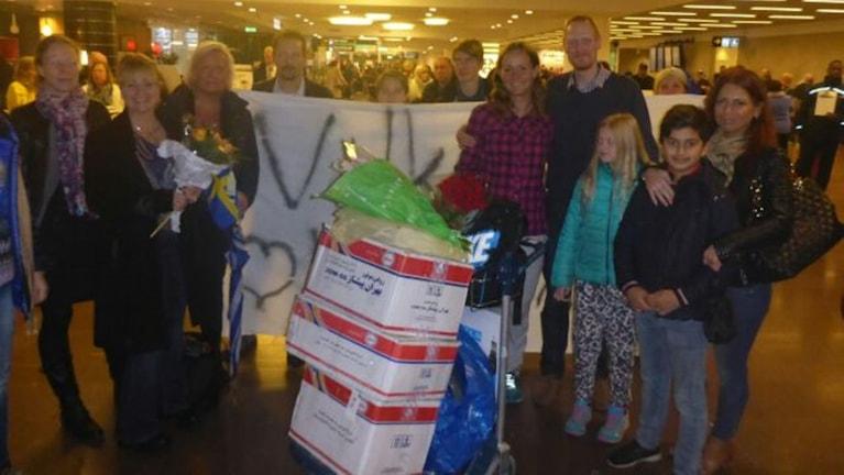 Kristina Paltén hälsas välkommen hem på Arlanda. Foto: Privat