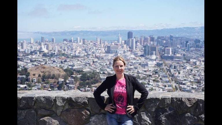 Maria Svemark på utsiktsplatsen Twin Peaks i San Francisco. Foto: Mårten Svemark/ Privat