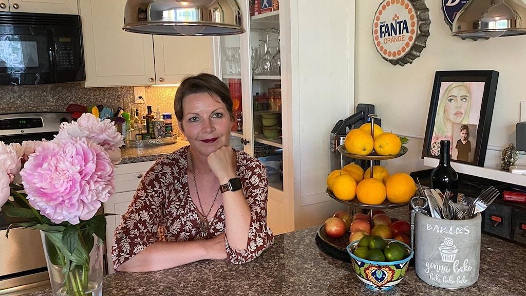 Maria Svemark vid sin amerikanska köksö