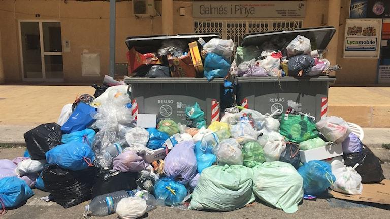 Sopor på gatorna i Porto Cristo.