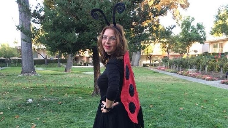 Maria Svemark som nyckelpiga under halloween