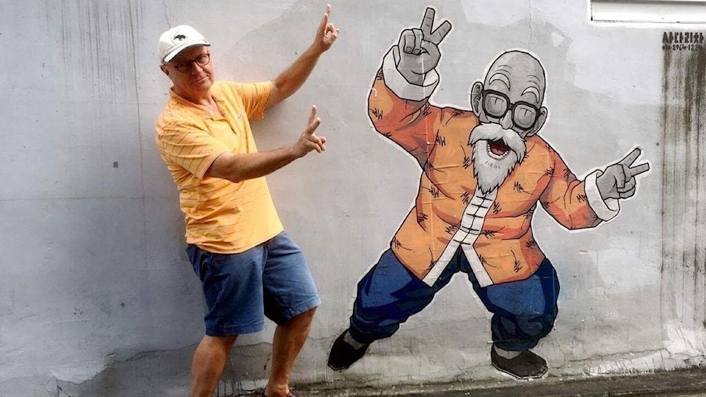 Roland Idemyr framför graffitimålning