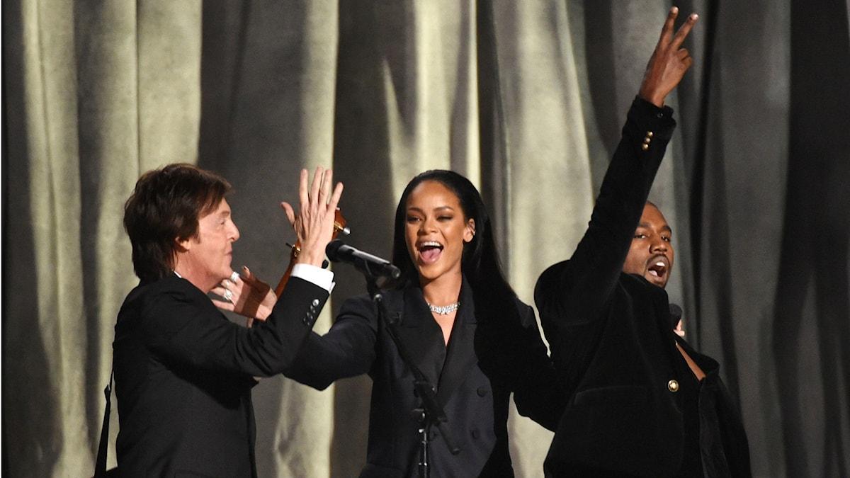 Paul McCartney, Rihanna och Kanye West, en glad trio som har all anledning att fira. Foto: John Shearer/TT