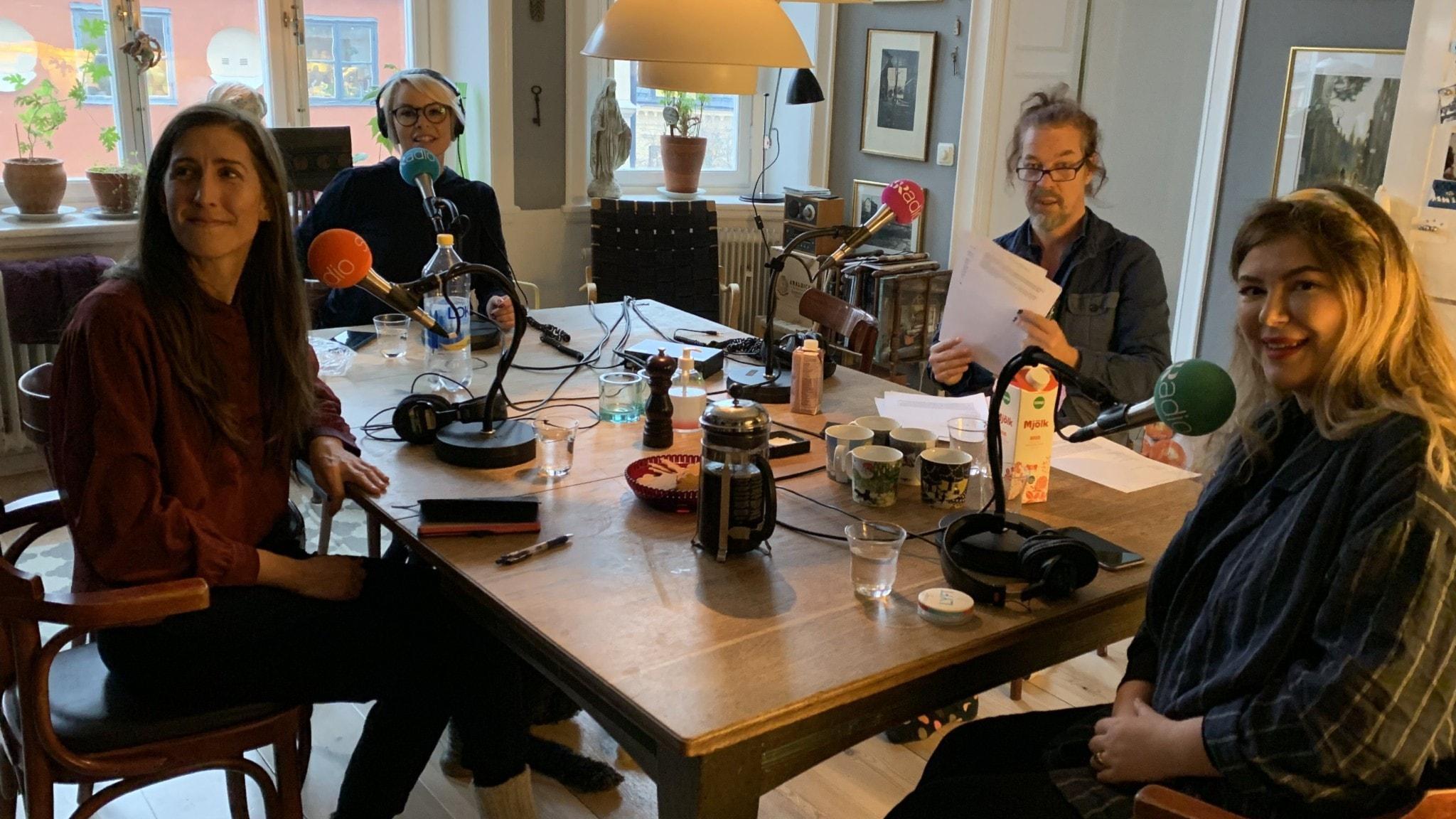 Agnes Hellström Svenska Freds Mia Törnblom ledarskapsutbildning, Bob Hansson programledare Sol Höglund fri debattör, ej med på bilden är Klara Zimmergren