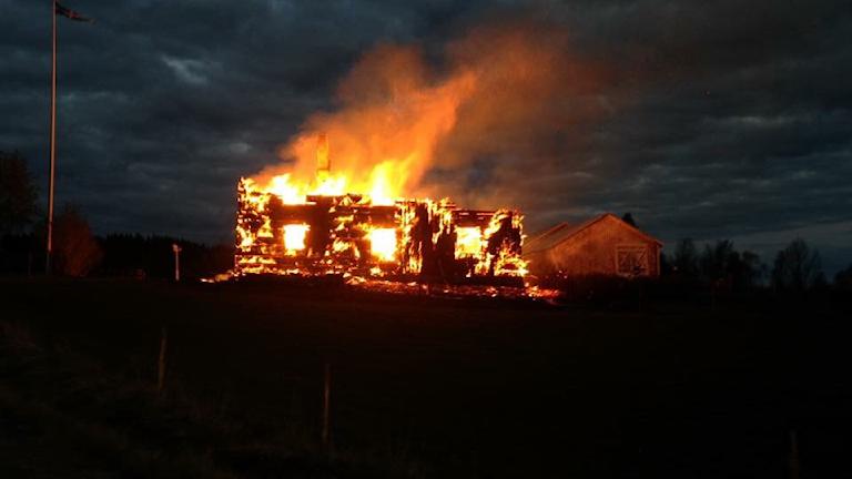Husbrand utanför Vindeln i Västerbotten