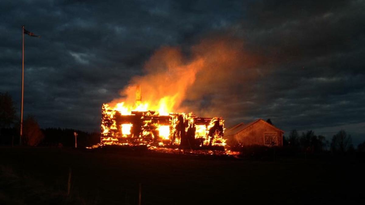 Husbrand utanför Vindeln i Västerbotten.