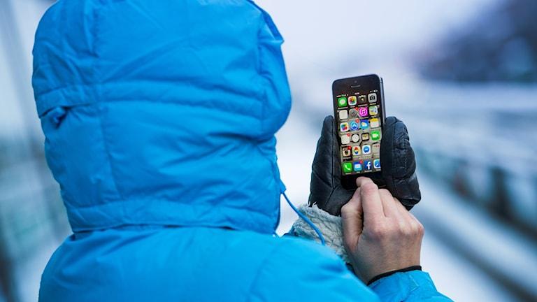 man med mobil
