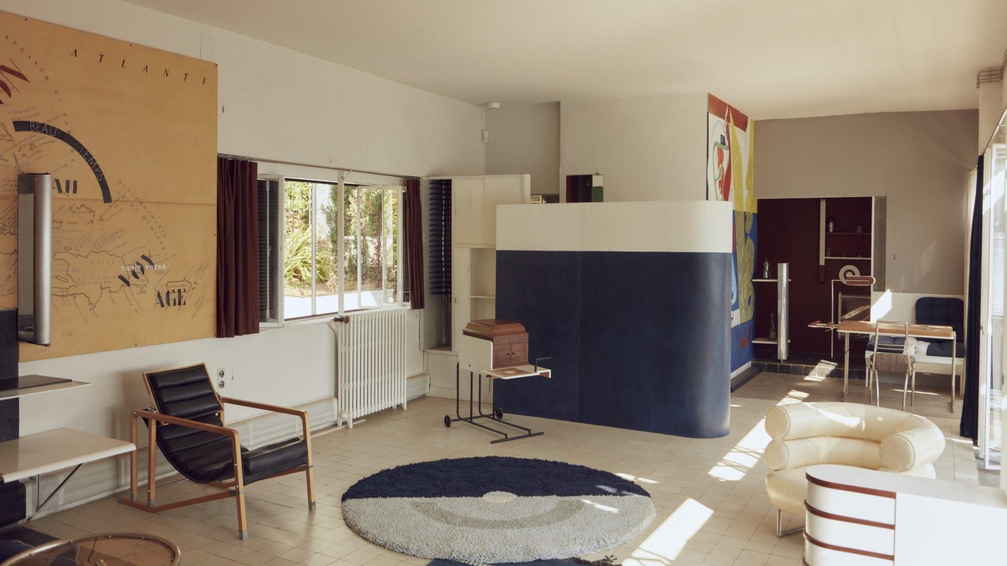 Vardagsrummet i den nyrestaurerade villan E-1027.