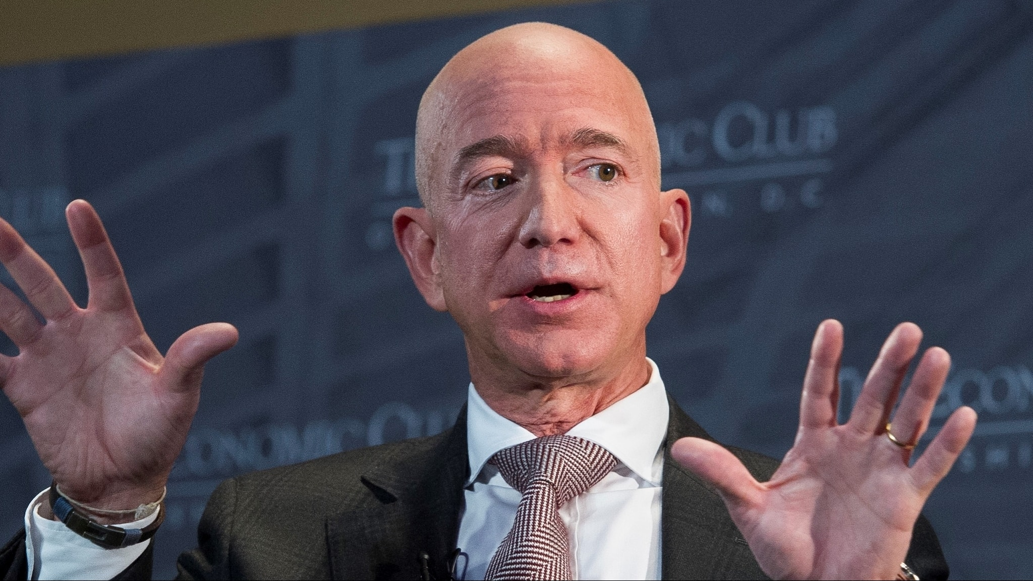 Jeff Bezos talar på The Economic Club of Washington i september 2018.