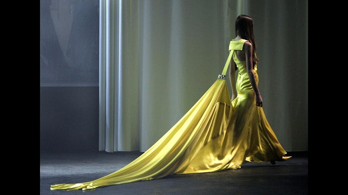 En klänning u Ricardo Tiscis sommarkollektion