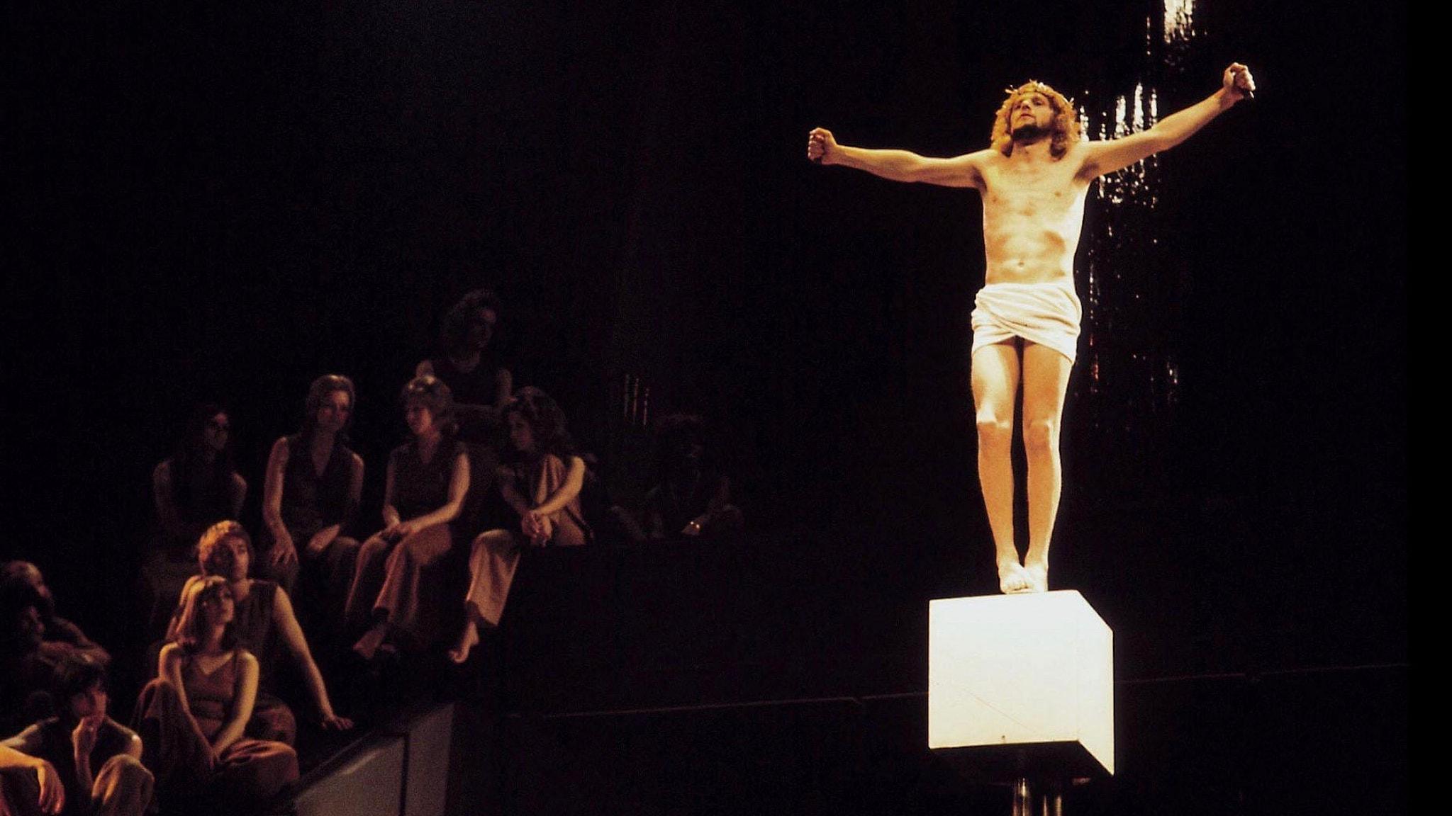 """Jesus på korset i London uppsättningen av """"Jesus Christ Superstar"""" 1972."""