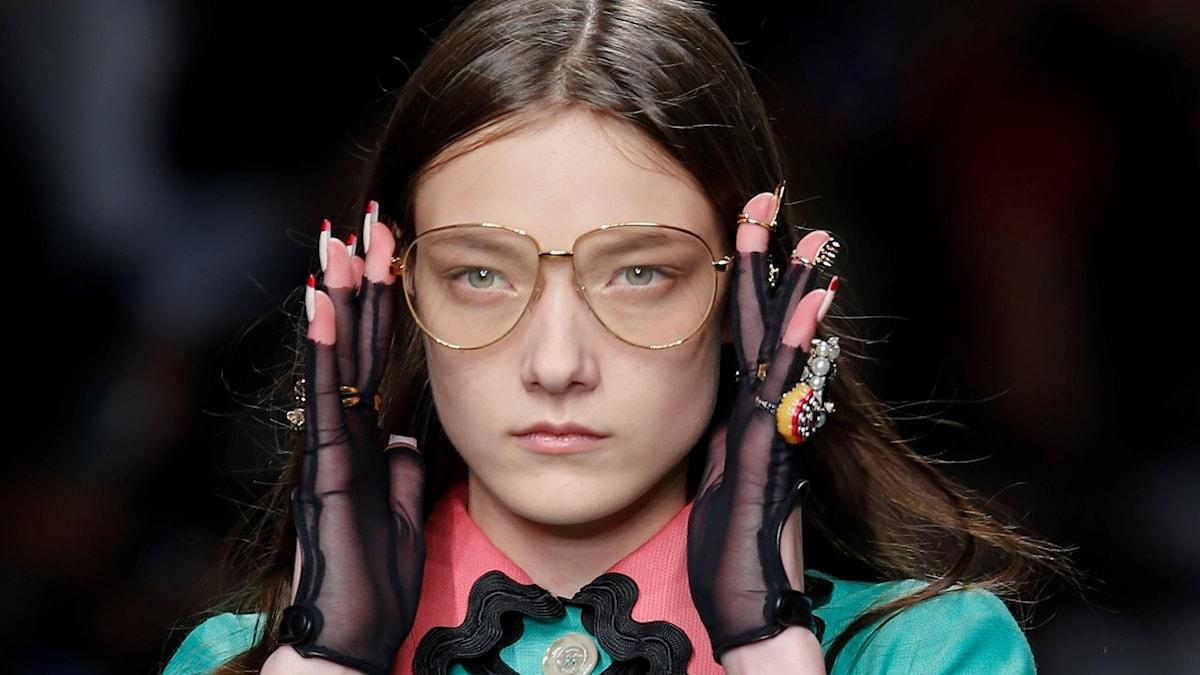 Glasögon i Guccis vår- och sommarkollektion 2016.