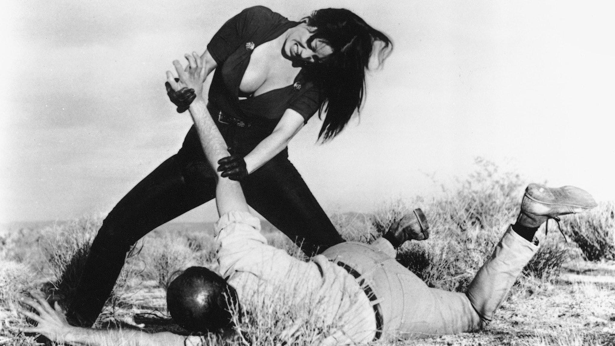 "Tura Satana i ""Faster, Pussycat! Kill! Kill"" från 1965."