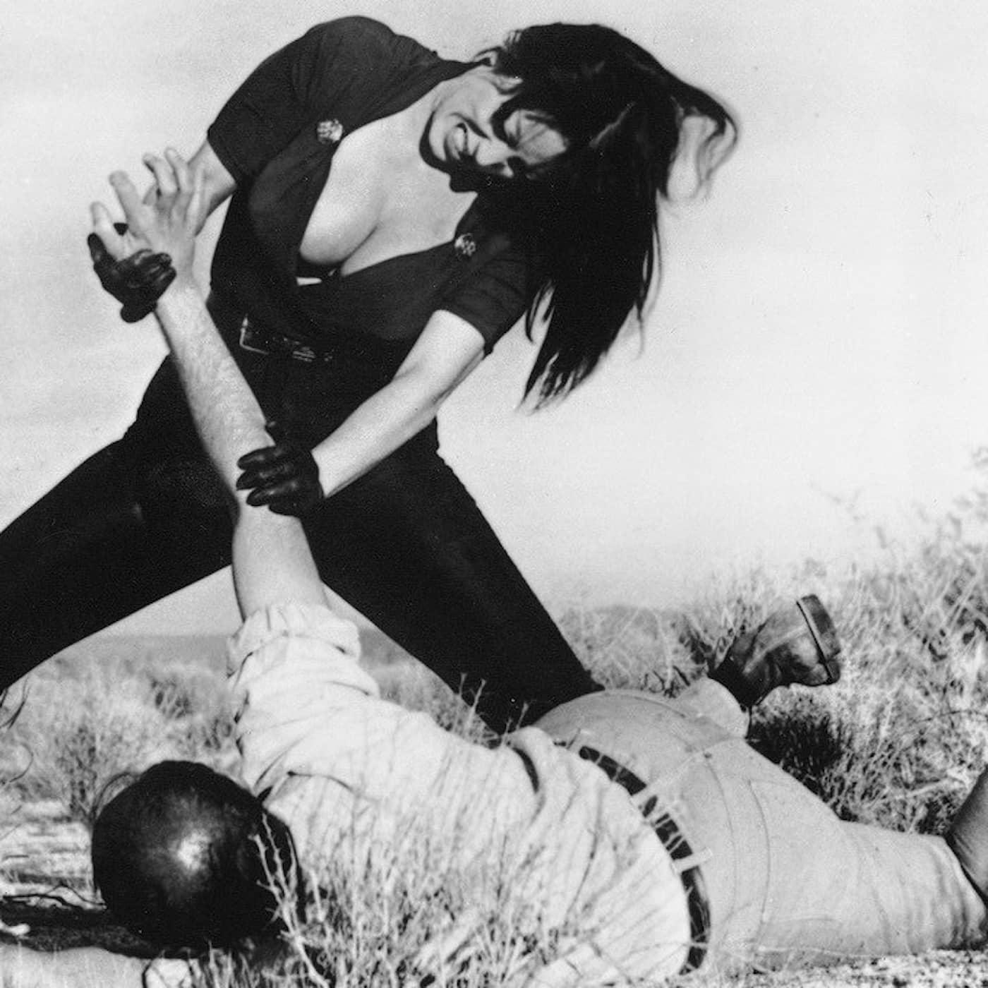 Skjortor på glid, karatekickande kultkvinnor och frifräsande psykoanalys – berättelser från Stils stora arkiv