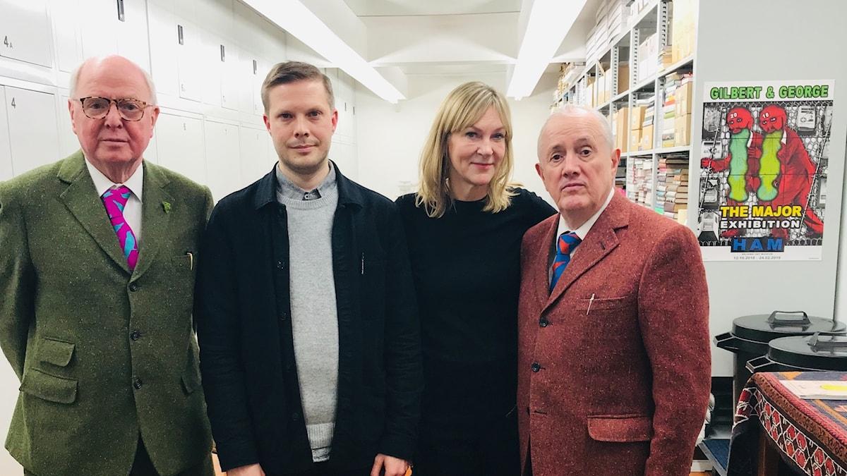 Gilbert och George i sin ateljé i London tillsammans med Stils producent Erik Sjölin och programledare Susanne Ljung.