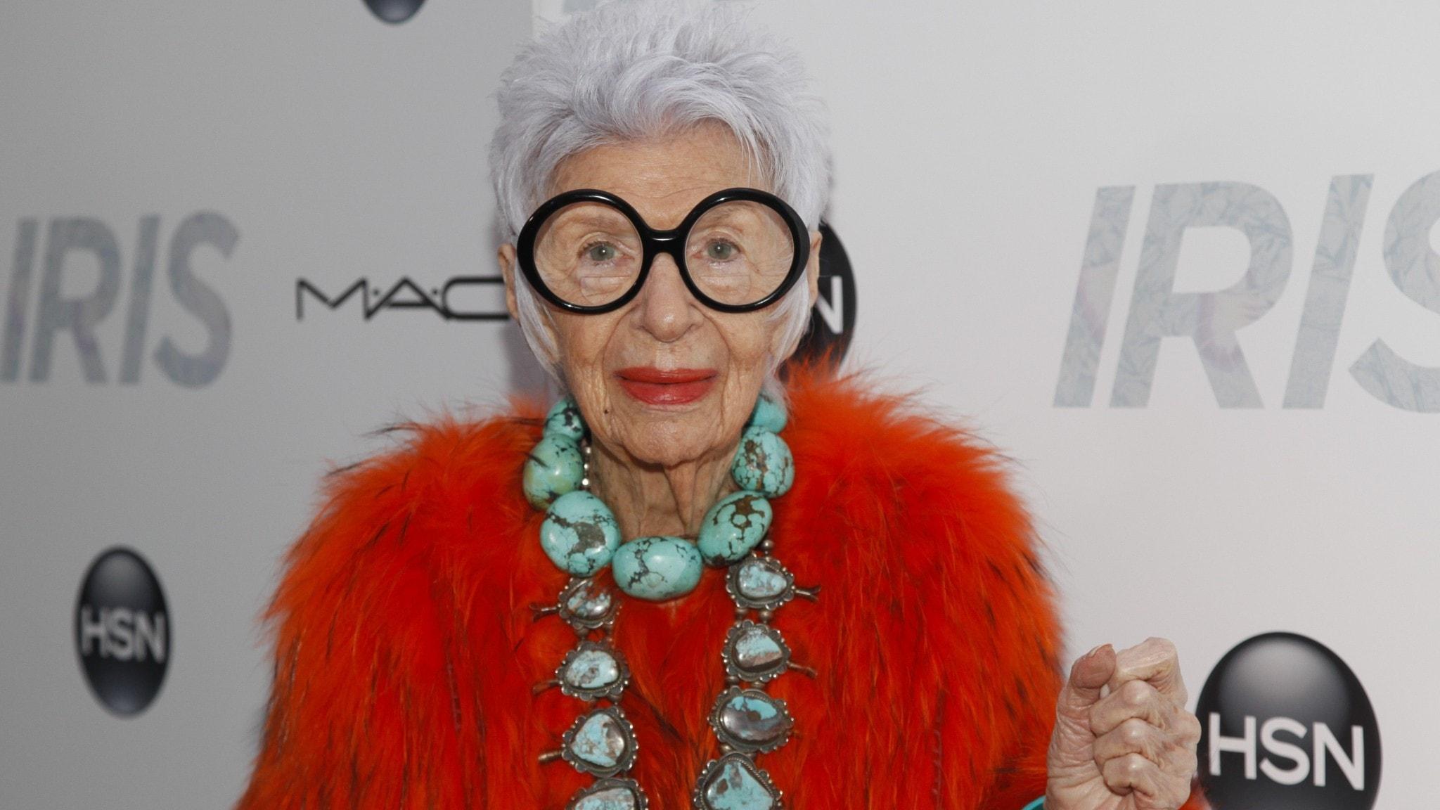 Hundraåringen som klev in i modevärlden och ställde till med en skräll – Iris Apfel