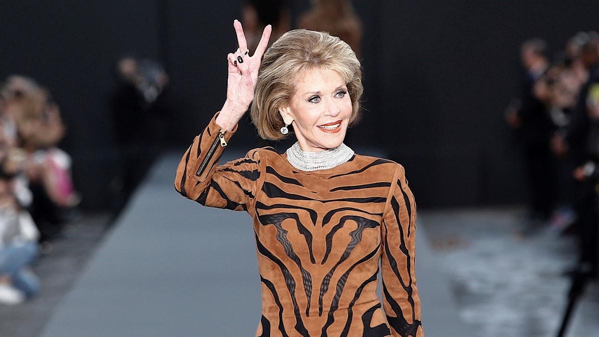 Jane Fonda på catwalken i Paris, oktober 2017.