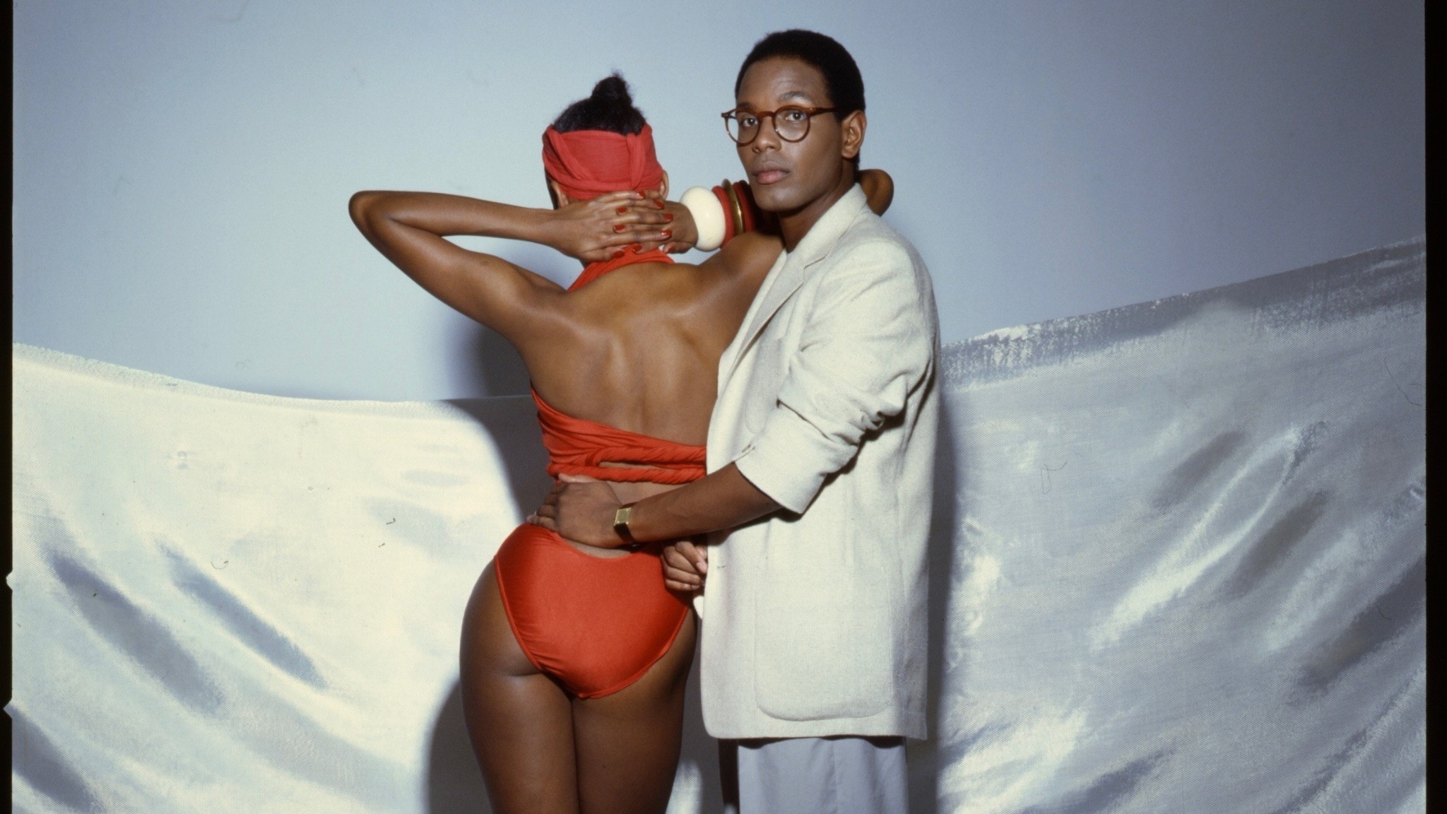 Willi Smith fotograferad tillsammans med sin syster Toukie Smith.