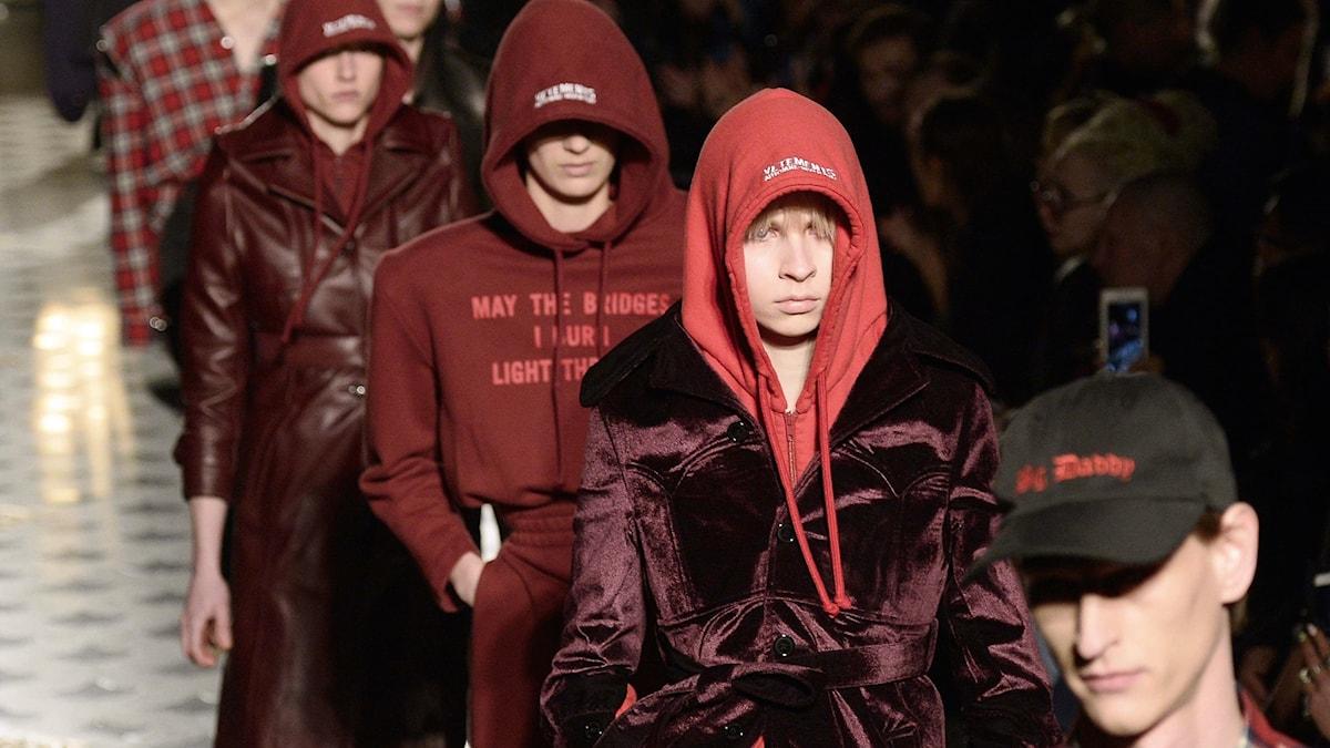 Vêtements visar upp sin höstkollektion för 2016 i Paris.