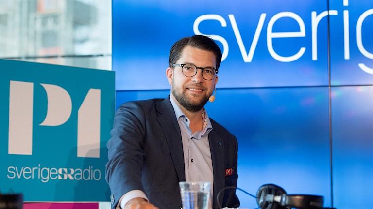 Jimmie Åkesson (SD) på Sveriges Radios valscen.