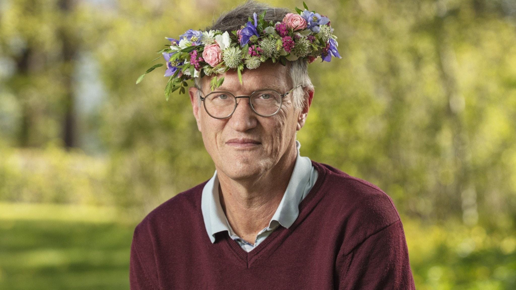 Anders Tegnell med midsommarkrans.