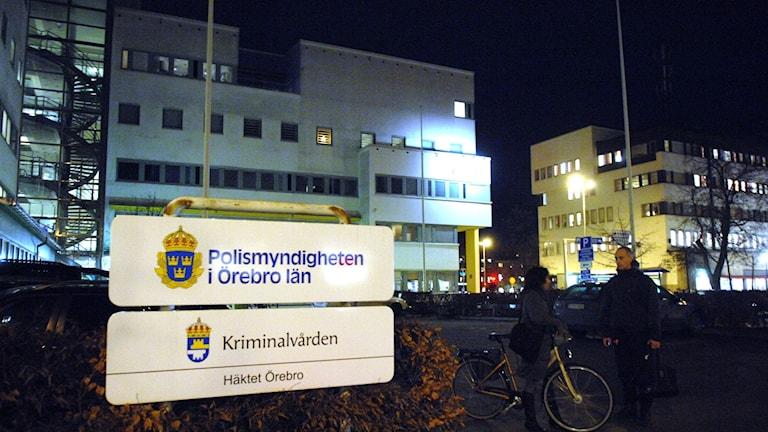 Öppenhjärtig örebropolis känner sig lurad av SVT:s Dokument Inifrån, Sveriges Radio P4:s beredskap vid kris och Veckorevyns sista halmstrå