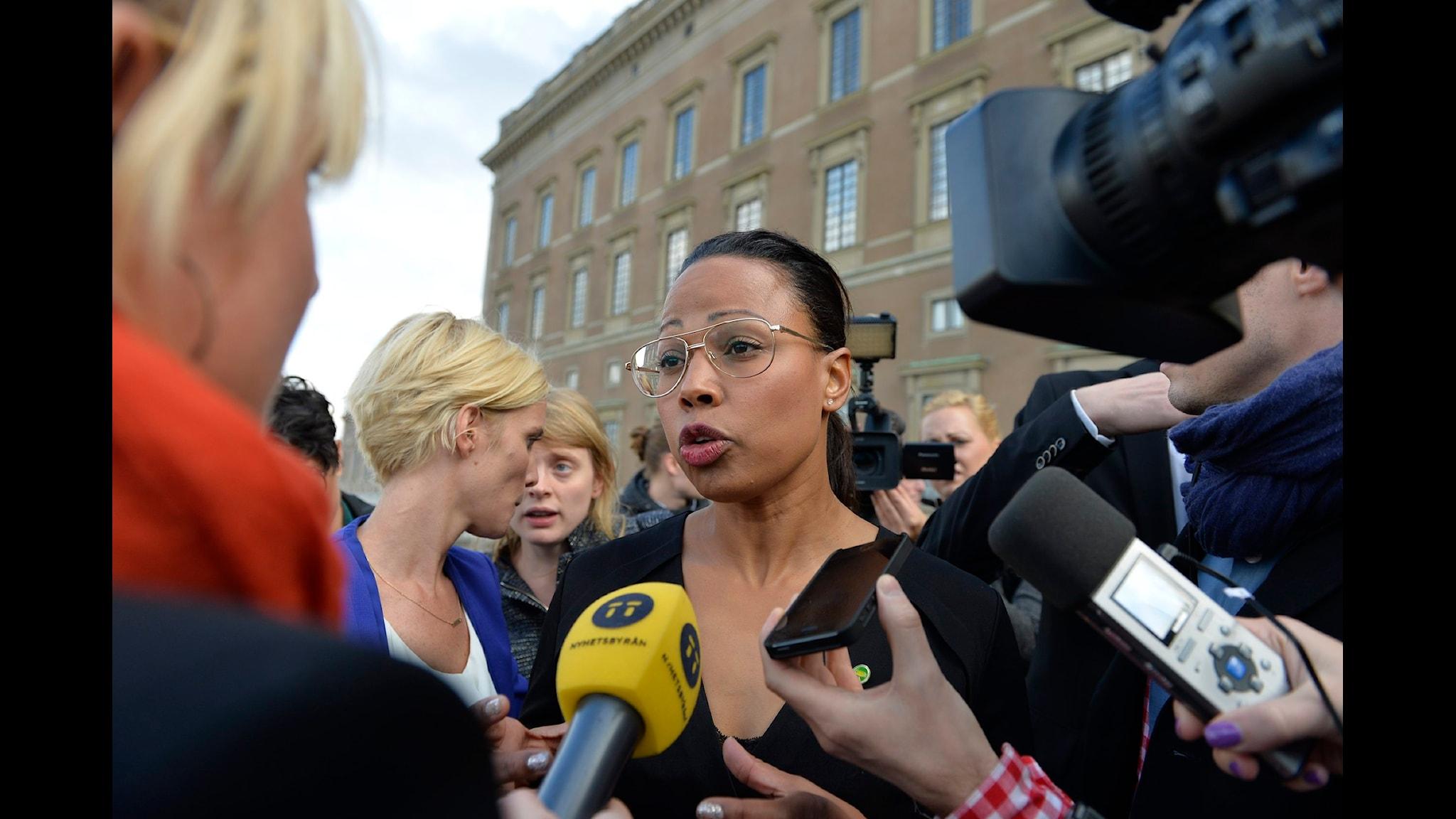 Alice Bah Kuhnke har varit i mediers fokus ända sedan tillträdet - vare sig hon sagt något eller hållit tyst. Foto: Anders Wiklund/TT