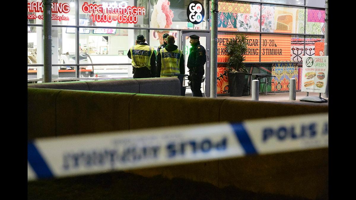 Efter den brutala dödsskjutningen vid ett köpcentrum i Malmö förra helgen kritiseras medierna för att bara skildra en sida av staden. Foto: Johan Nilsson/TT