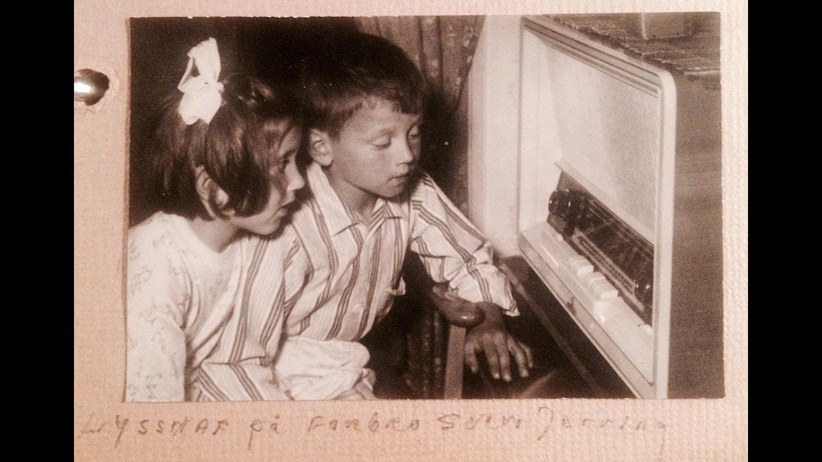 """Barn lyssnar på """"Farbror Sven"""""""