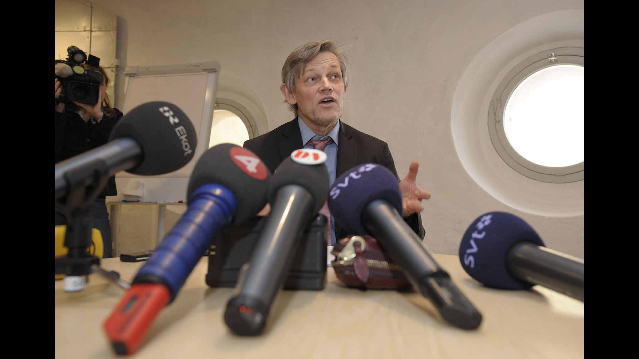 Göran Lambertz i ständigt mediefokus. Foto: Fredrik Sandberg/TT Nyhetsbyrån.