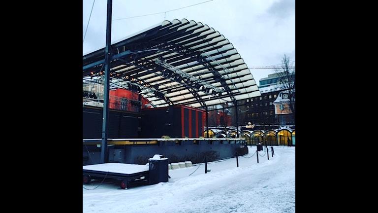 Kungsträdgårdens stora scen i vinterskrud.